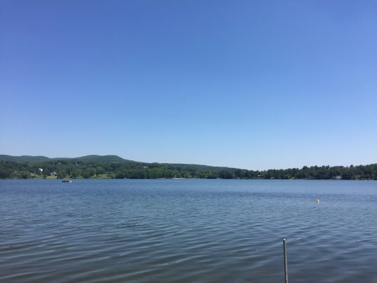 Lakeville, CT: Lake Wononscopomuc
