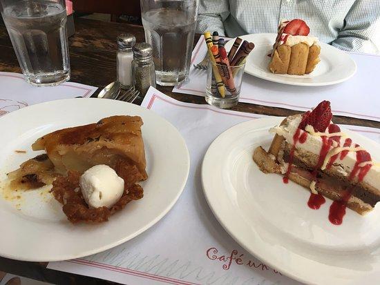 Cafe Un Deux Trois : Tarte tartin & Charlotte un Fraises for dessert