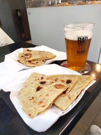 Mondavio, Italia: piadina e birra