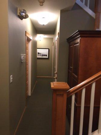 Maritime Inn: interior hallway -corridor view