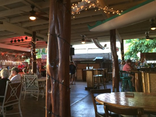 Kaunakakai, HI: Patio seating, live music, cold Longboard beer and great food.