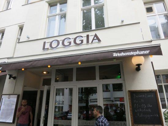 Loggia: Vorderansicht mit Eingang