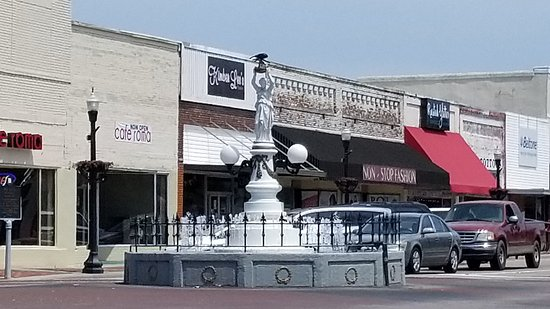 Boll Weevil Monument: 20170625_143331_large.jpg