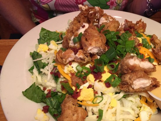 Newington, Nueva Hampshire: Chicken salad, chicken was warm not hot