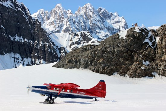 Talkeetna Air Taxi: A glacier landing with our De Havilland Otter.