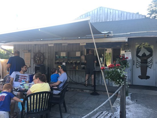 Morris, CT: West Shore Seafood