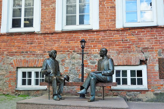 Tartu County, Estonia: Oscar Wilde et Eduard Vilde enconversation....