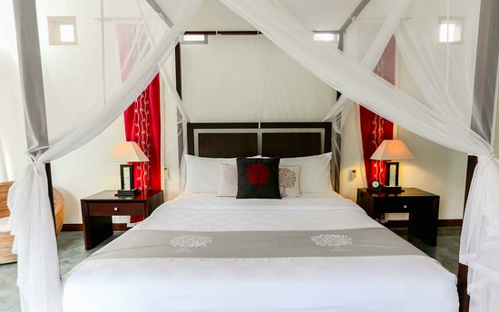 Villa Sancita: Master Bedroom with ensuite, private balcony and intricate wood ceilings
