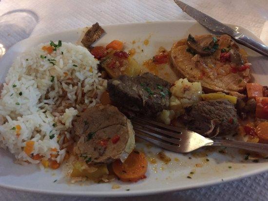 Faja Grande, Portugal: My husband and I shared the pork chops and veal, both wonderful!