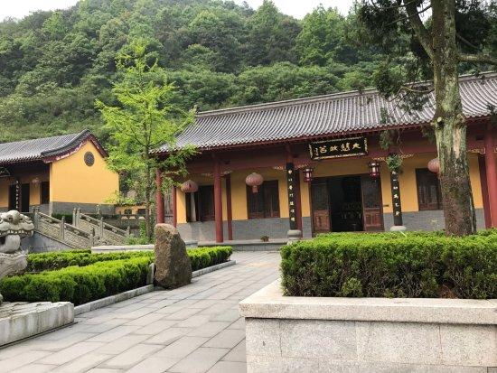 Xinyu, Cina: 莊嚴的講堂