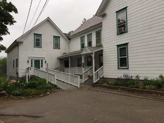 White Mountains Hostel: Quaint building, typically for the area.