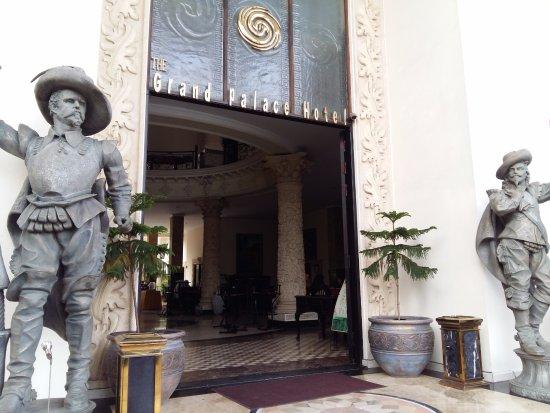 The Grand Palace Hotel Yogyakarta: Hotel Entrance