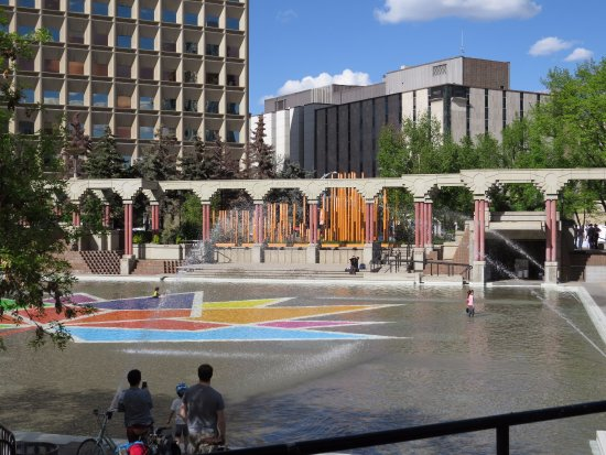 Olympic Plaza: Lovely wading centre