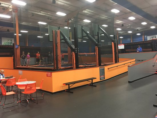 Sky Zone Trampoline Park: Sky high basketball goals