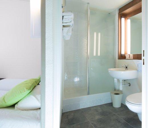 Campanile grenoble sud seyssins hotel reviews price for Salle de bain hotel