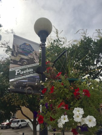 Historic Arkansas Riverwalk of Pueblo: Relaxing Riverwalk.Lots of restaurants on one end. Make sure you go to opposite end and walk dow