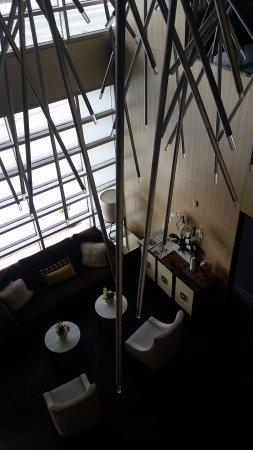 Kimpton Hotel Wilshire: Overlooking lobby.