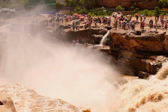 Ji County, Çin: Hukou Waterfall, ground level view