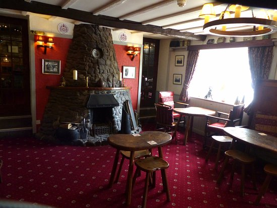 Kilburn, UK: The main bar with a large open fire and a few occasional tables