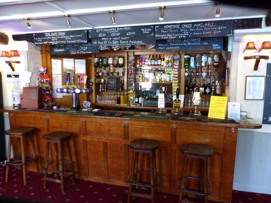 Kilburn, UK: The well stocked bar, with 3 real local brewed real ales on handpump