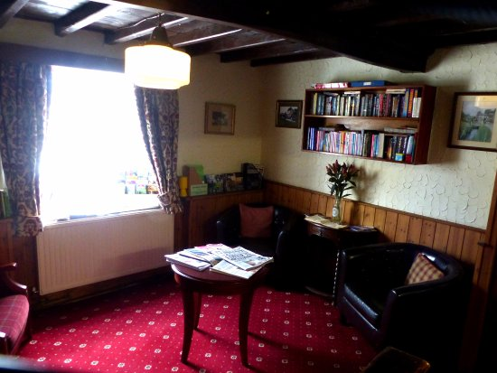 Kilburn, UK: An alternative view of the snug bar area