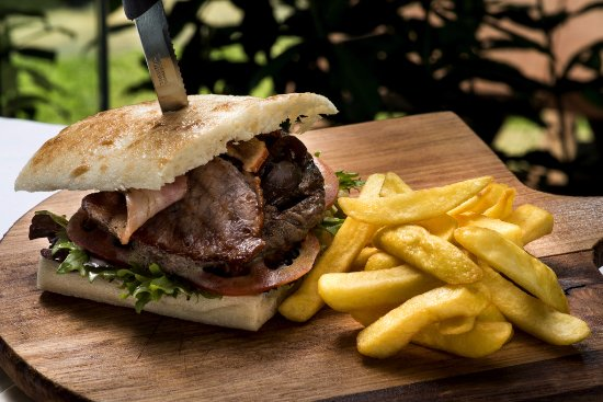 Lemon Tree Passage, Australia: Steak sandwich and chips