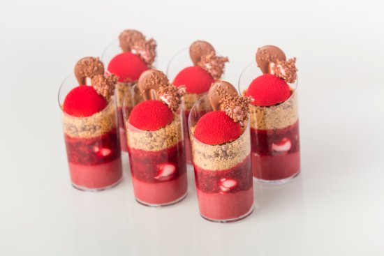 Yarra, Australia: Explosive Raspberry Tube Dessert