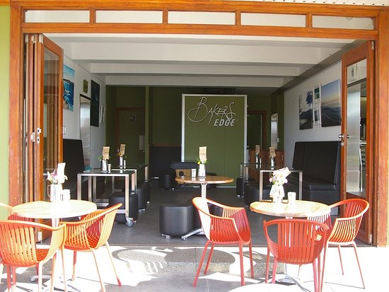West Beach, Australien: Bakers Edge - indoor & outdoor dining
