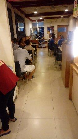Suasana rumah makan