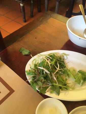 Nha Hang Ngon: Sâu phát hiện trong đĩa rau sống ở Nhà hàng Ngon