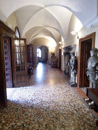 Castello San Gaudenzio: Gli interni