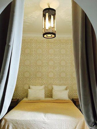 Riad les Orangers d'Alilia Marrakech: Matelas très confortable, propreté irréprochable, sèche cheveux si besoin