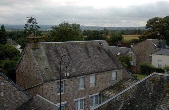 La Maison De La Fontaine : Par La Fenêtre 1