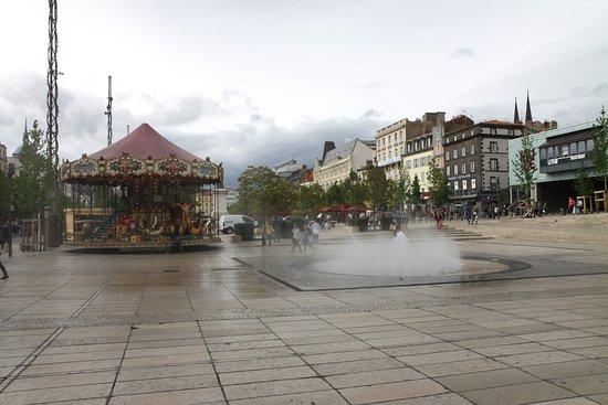 Petit casino clermont ferrand place de la fontaine poker site reviews