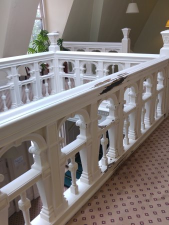Gartmore, UK: Paint coming off the banisters and railings