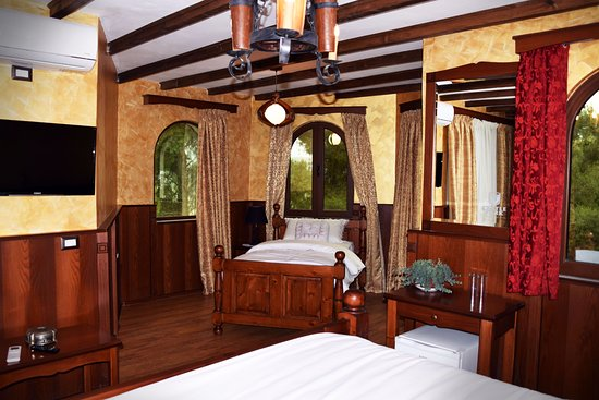Castle Park : Deluxe triple room,
