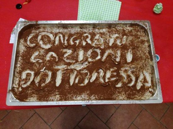 Morrovalle, Italy: Dovrebbe essere una torta per una festa di laurea magistrale