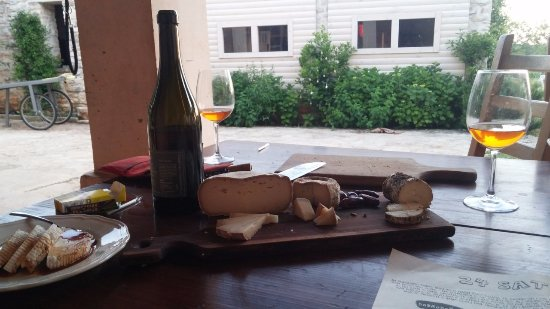 Krnica, Croacia: Enjoying delicious cheeses