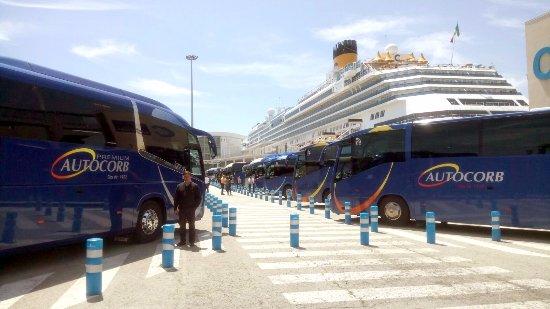 Corbera de Llobregat, Spanje: Recollint passatgers al port de Barcelona