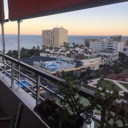Vistas desde la piscina grande picture of apartamentos la nogalera torremolinos tripadvisor - Apartamentos baratos torremolinos ...