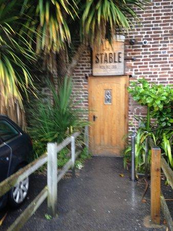 The Stable: porta dos fundos..entrada