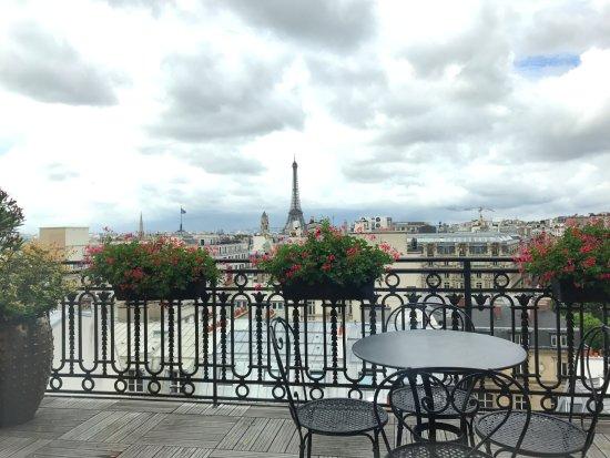 Hotel with eiffel tower balcony view 2018 world 39 s best for Design hotel eifel