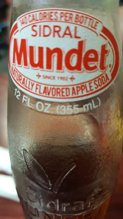 Bushnell, ฟลอริด้า: Mexican apple soda. Has sugar cane instead of high-frutose corn syrup.