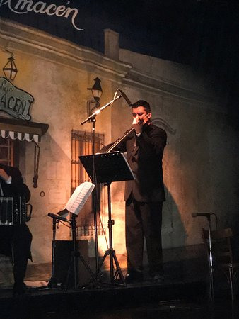 El Viejo Almacén: Fantastic band and charming dancers
