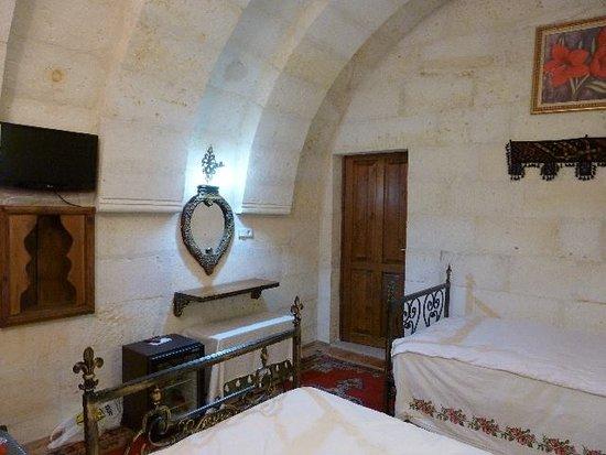 Spelunca Cave Suites Photo