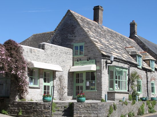Corfe Castle, UK : the Gallery at 41 specialising in the work of contemporary Dorset artists.