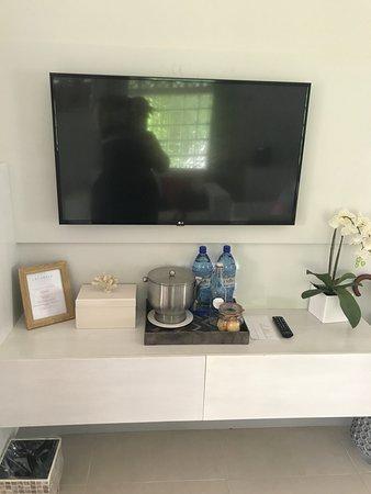Calabash Luxury Boutique Hotel & Spa: Refreshment/TV area