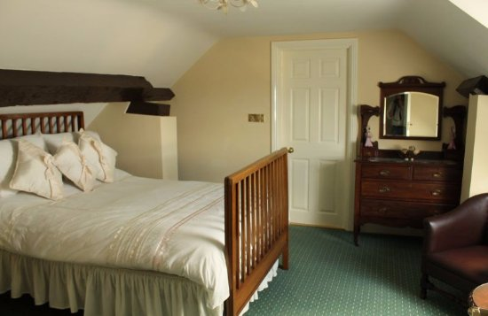 Banagher, Irlanda: Guest room where the Pillar painting of the Bronté sisters was discovered.