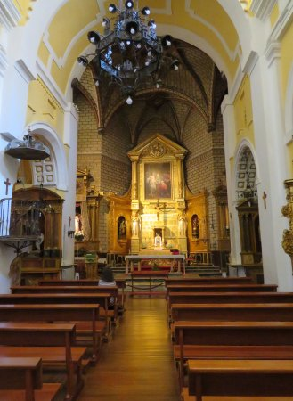 Iglesia de Santo Tome : A picture just stepping into the church itself.