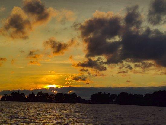 Glen Garry Motel & Cottages: Sunset views